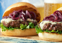 Red-wine-and-Swiss-cheese-burger-with-caramelized-onions